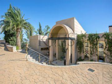 Großzügige Villa mit herrlichem Meerblick, 07013 Son Vida (Spanien), Villa